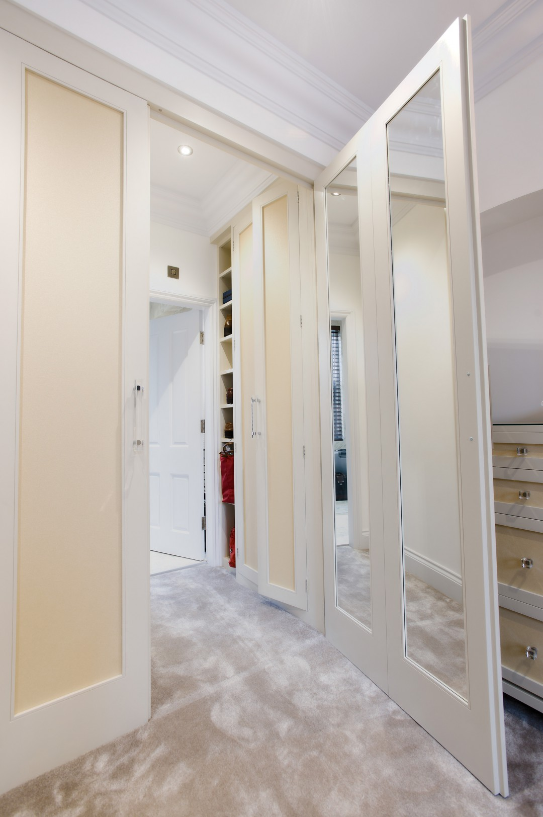 Walk in Wardrobe with hidden Door